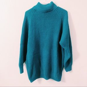 OVERSIZED VINTAGE BLUE TURTLE NEXK SWEATER